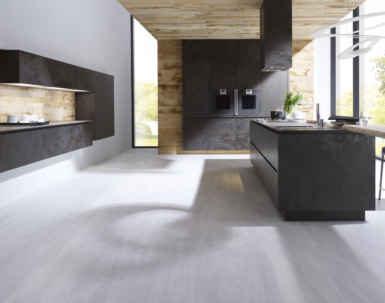 Living tiles category laminam - Cuisine noire et bois ...